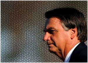 I cellulari di Bolsonaro presi di mira dagli